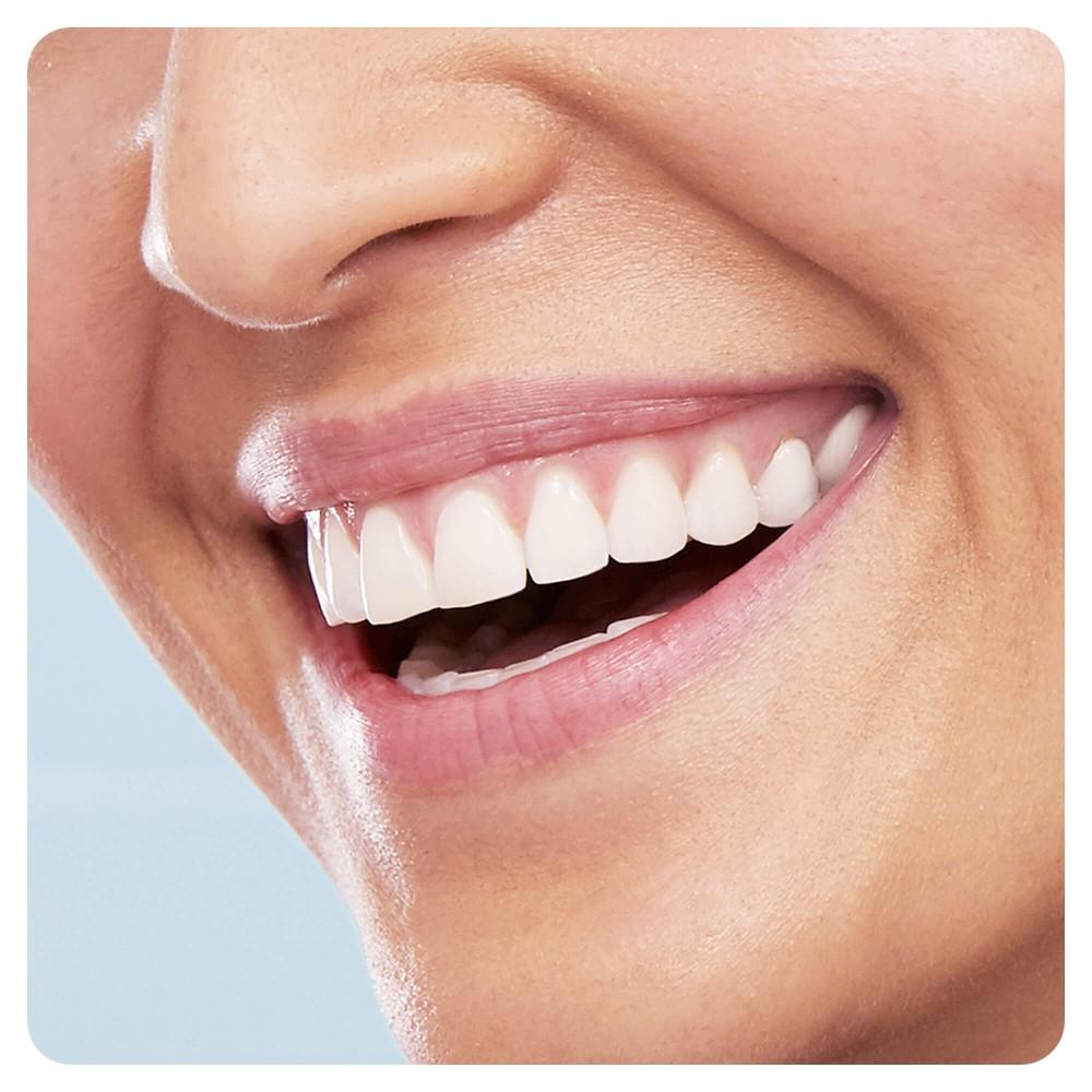Электрическая зубная щетка Oral-B PRO 500 D16.513.U Футбол
